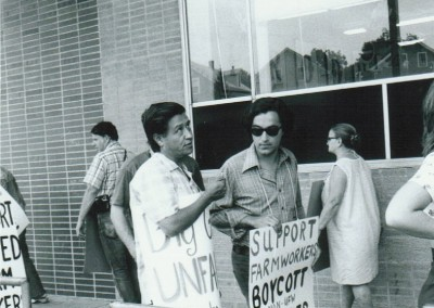 Cesar Chavez joins boycott supporters on grocery store picket line in Providence, Rhode Island, 1975